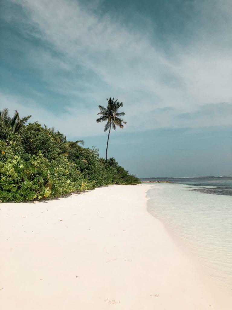 plaża na atolu Lamuu
