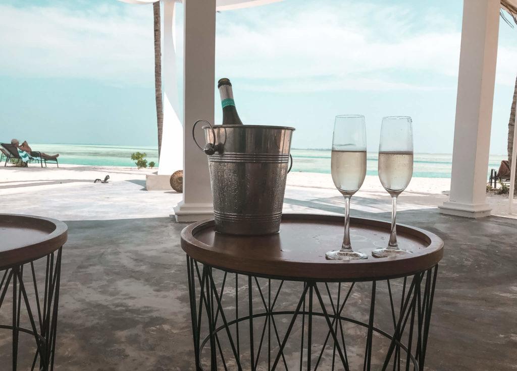 szampan w hotelu Raaha Malediwy