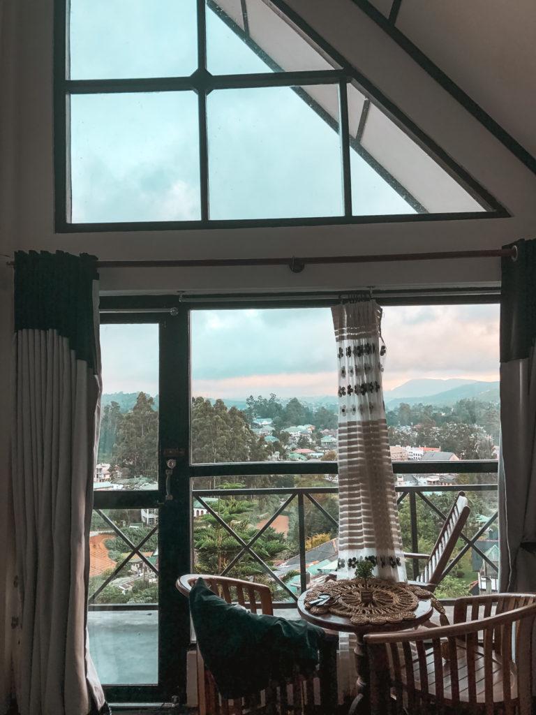 widok z pokoju hotelowego w nuwara eliya