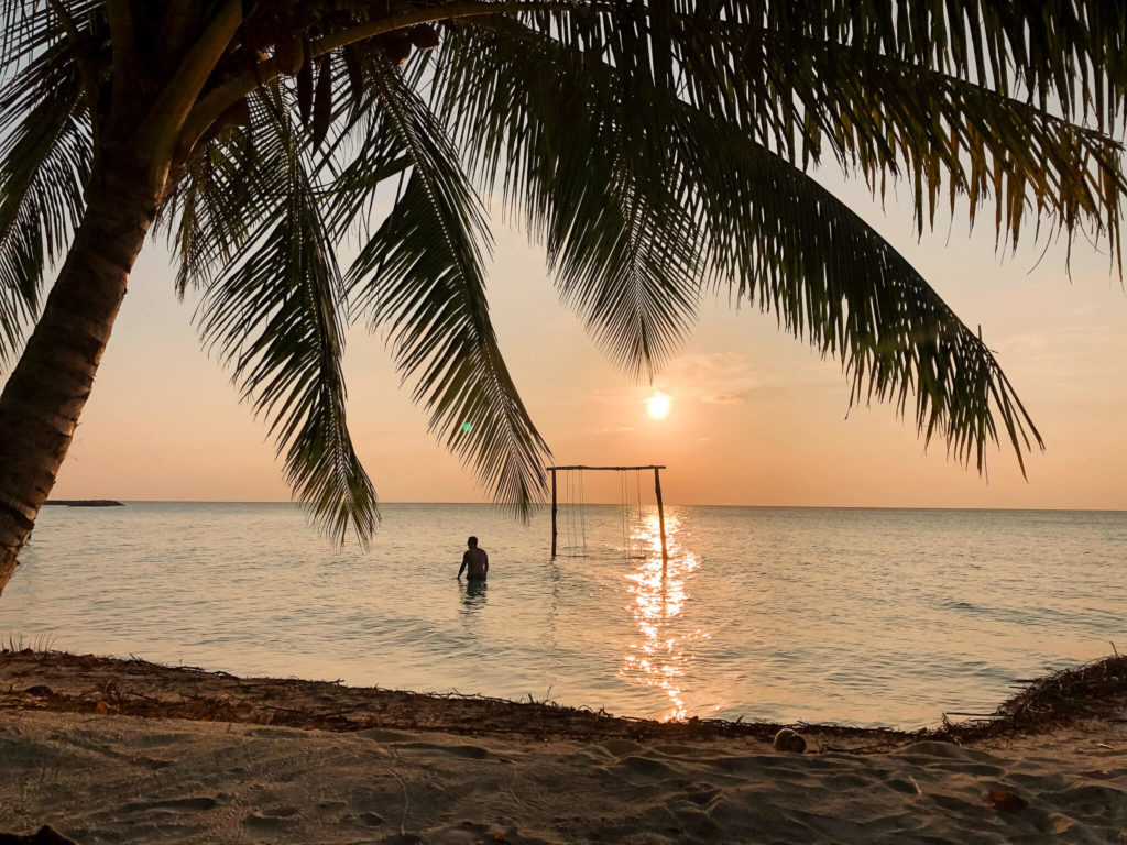 zachód słońca na gan island