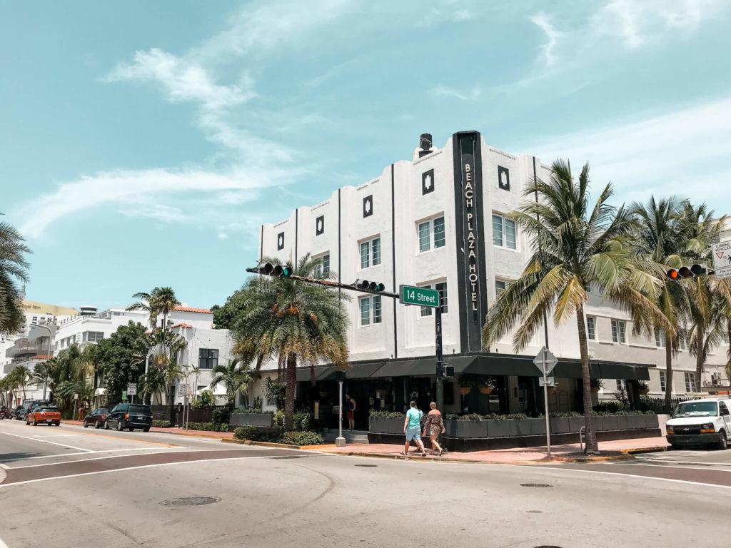 beach plaza hotel w Miami