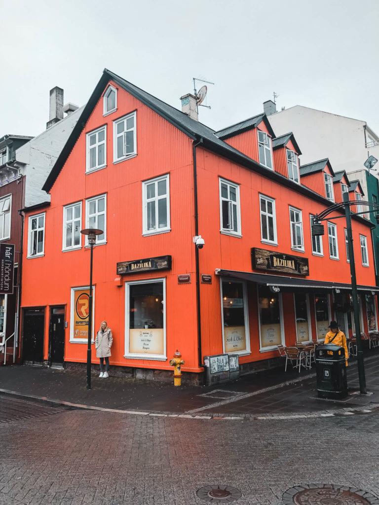 czerwony domek Islandia