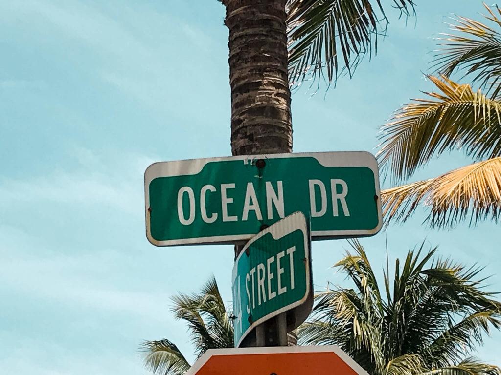 drogowskaz Ocean Drive w Maimi