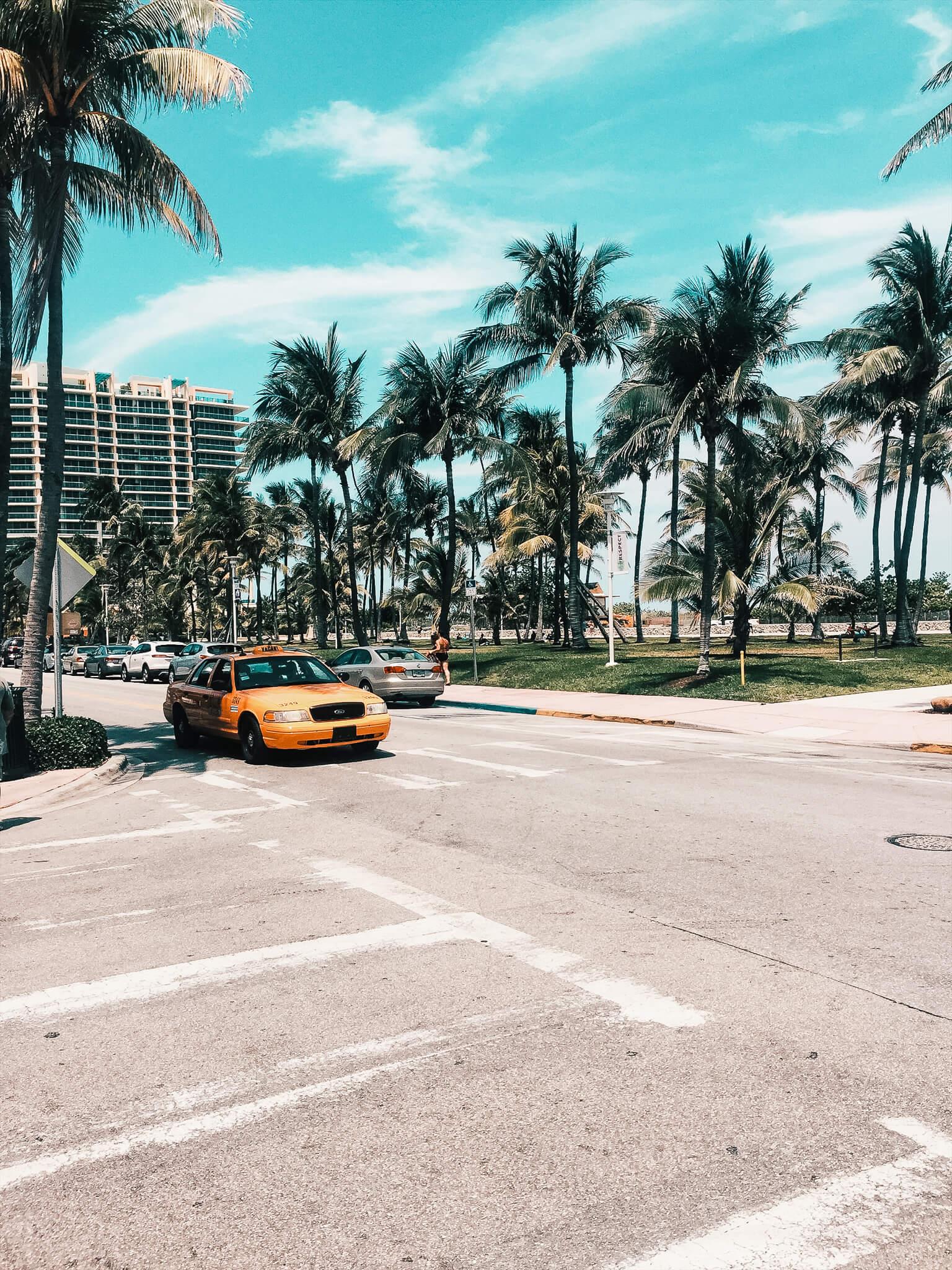 żółta taksówka w Miami