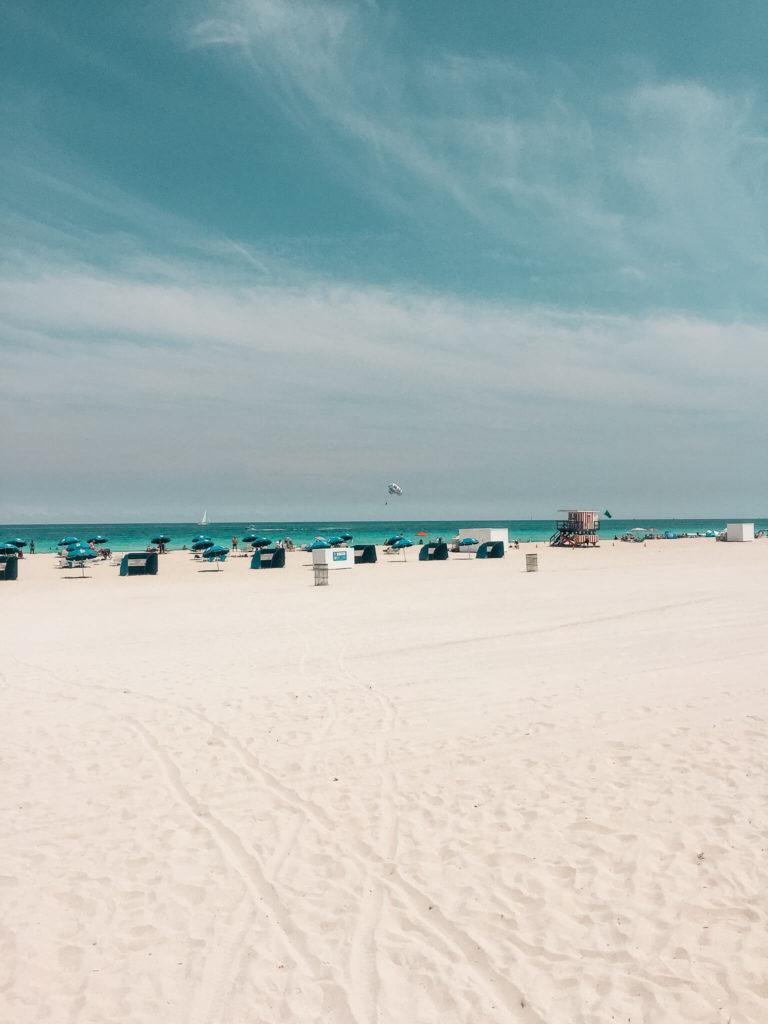 słoneczny dzień na plaży w Miami