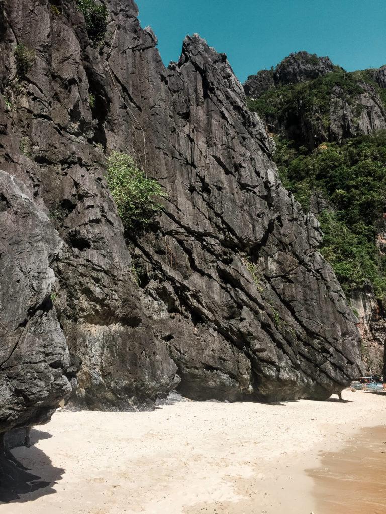 skaly na entalula beach palawan