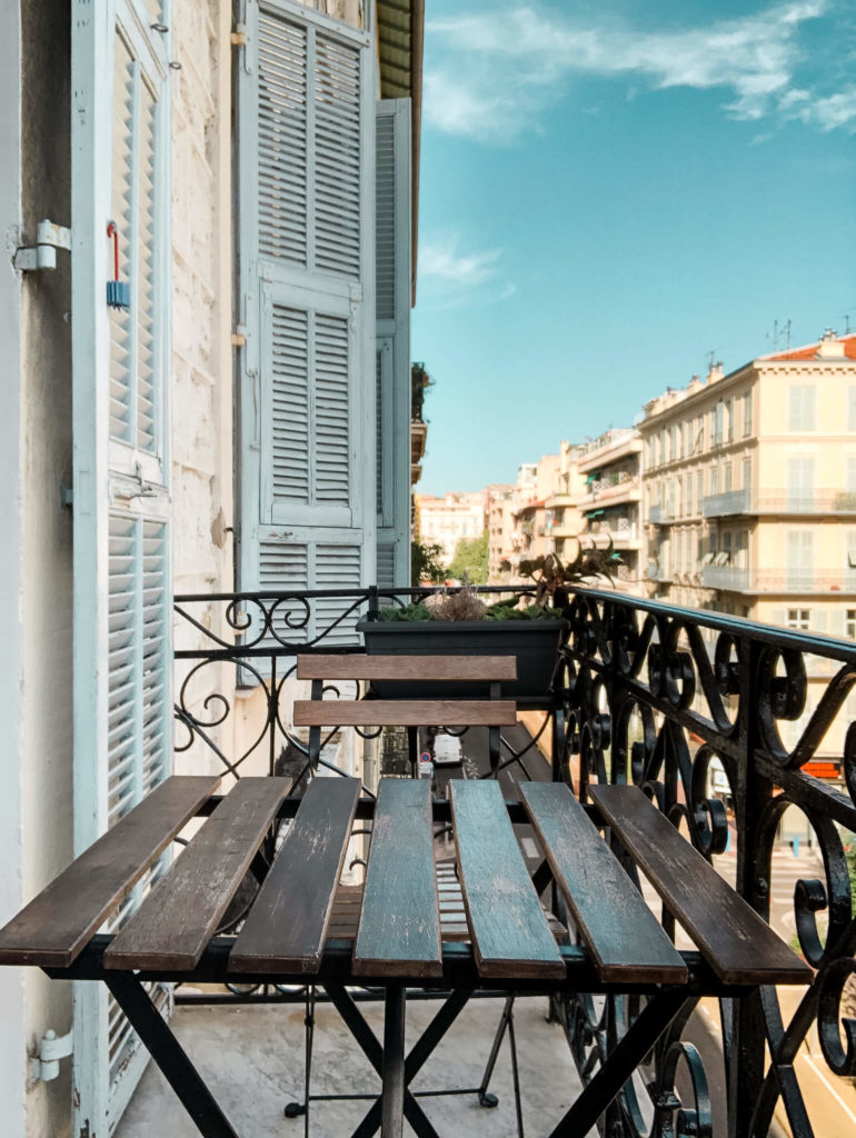 balkon w mieszkaniu Nicea