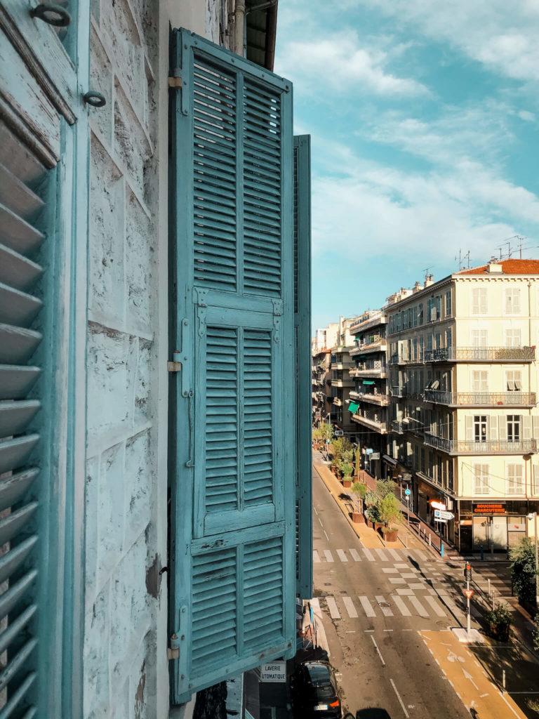 Nicea mieszkanie, okiennice